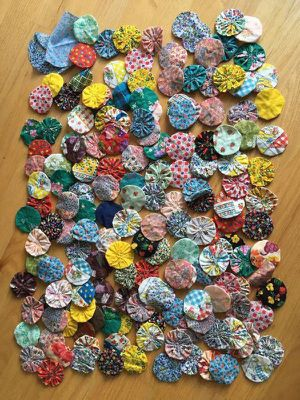 Large Lot of vintage quilt yo-yo style pieces for Sale in Steilacoom, WA