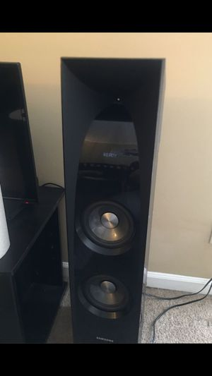 Samsung sound towers (2 towers with remote included) for Sale in Richmond, KY