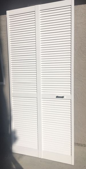 Louvre Bi-Fold door with handle New for Sale in Concord, CA