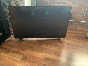 32in VIZIO 720 LED tv w/remote $80 obo for Sale in North Providence, RI