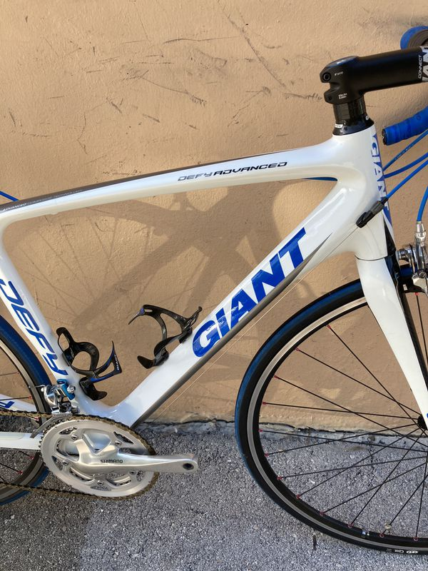 Giant defy advanced carbon road bike