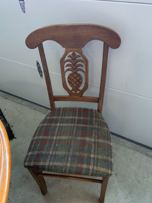 Round kitchen table and chairs for Sale in Virginia Beach, VA