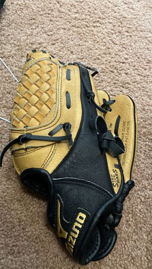 Baseball glove for Sale in Arlington, VA