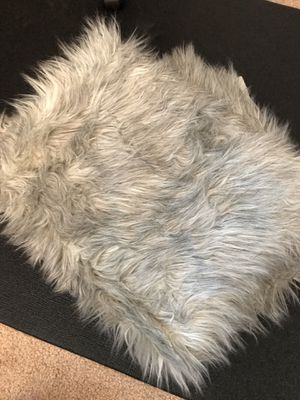 "Large gray fur blanket 60""x68"" for Sale in VLG OF LAKEWD, IL"