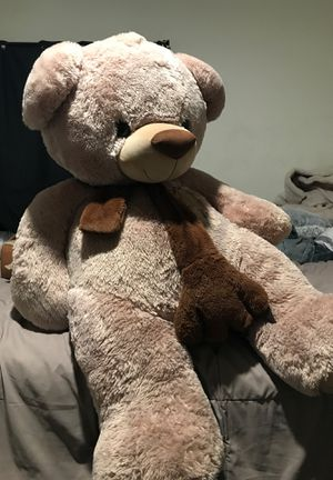 Huge teddy bear🐻 3 1/5 feet tall for Sale in Santa Ana, CA