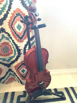 VIOLIN WITH CASE for Sale in Valencia, CA