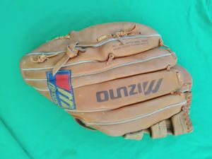 Baseball and softball glove for Sale in Miami, FL