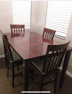 Table and chairs for Sale in St. Petersburg, FL
