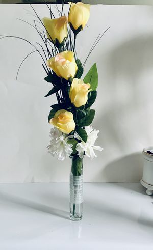 """Decor Artifitial Faux Silk Flower Arrangement Roses and Carnations 21.5"""" Tall..premium ribbon around the vase. for Sale in Centreville, VA"""