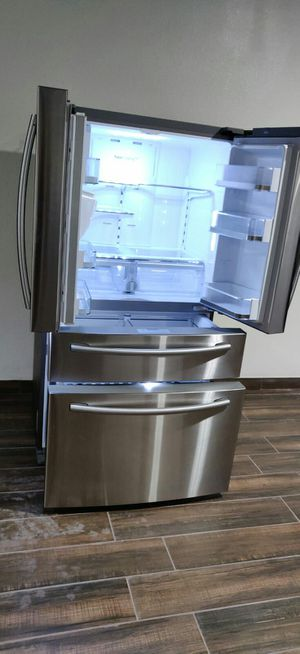 SAMSUNG 4-DOOR FRENCH DOOR 100393 STAINLESS REFRIGERATOR for Sale in Phoenix, AZ