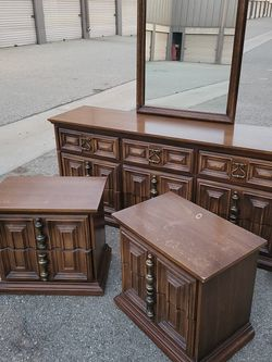 🐴Awesome Bedroom Dresser Set🐎 for Sale in Ontario,  CA