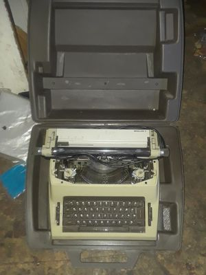 Royal medallion typewriter for Sale in East Moline, IL