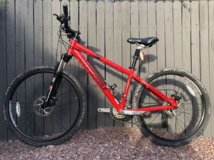 Cannondale mountain bike small frame tires 26x2 great condition for Sale in Phoenix, AZ
