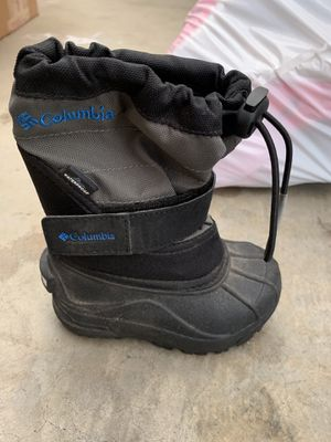 Columbia kids snow boot / Size 6/7 kids for Sale in Riverside, CA