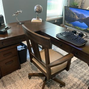 Office Desk And Chair for Sale in Lake Worth, FL