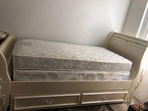 Twin bed for Sale in Chula Vista, CA