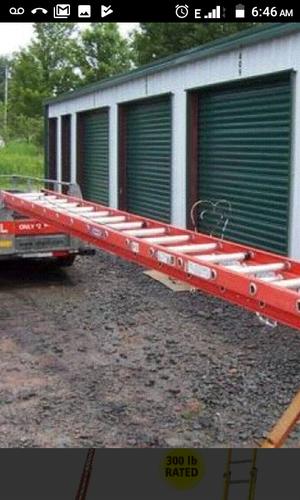 28' fiberglass extension ladder for Sale in Everett, MA