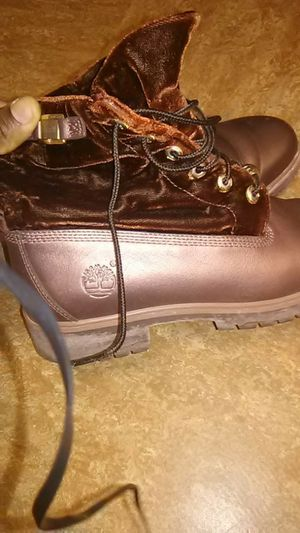 8 in a half women's timberlands. for Sale in Cleveland, OH