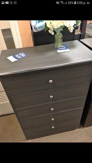 5 drawer dresser for Sale in Buena Park, CA