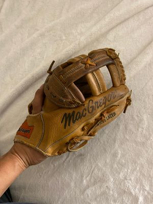 14 inch slow pitch softball glove for Sale in Avondale, AZ