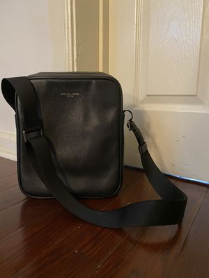 Michael Kors // over the shoulder leather bag for Sale in New York, NY