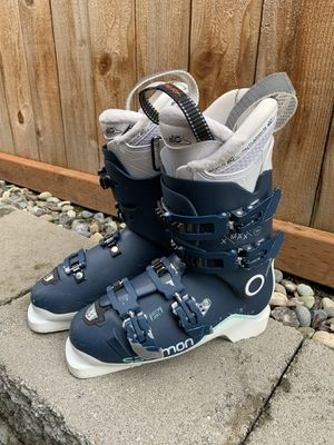 Salmon ski boots size 8 8.5 for Sale in Lynnwood, WA