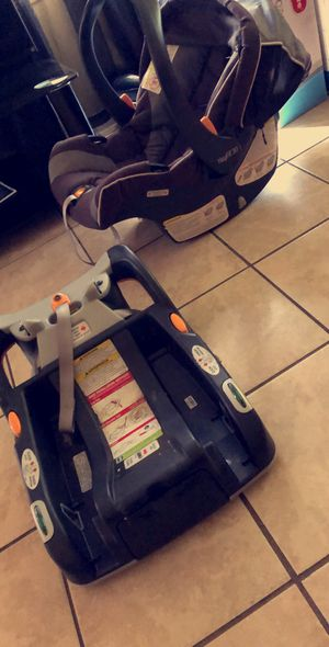 Chicco car seat and base for Sale in Yakima, WA