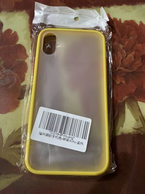 iPhone X/Xs case yellow for Sale in Moreno Valley, CA