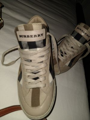 BURBERRY TENNIS SHOES 6.5 FITS 6&7 for Sale in Temple City, CA