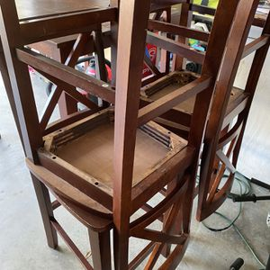 FREE TABLE WITH CHAIRS for Sale in New Port Richey, FL