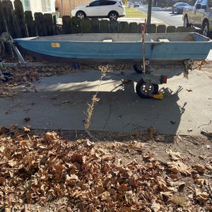 Boat And Trailer for Sale in Riverbank, CA