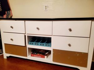 Hard Wood . Dresser for Sale in BVL, FL