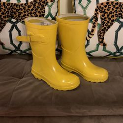 Like New Little Kids Rain Boots for Sale in Tacoma,  WA