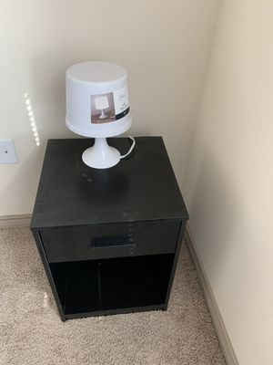 Night table with table lamp for Sale in San Angelo, TX