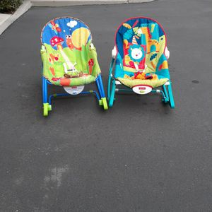 two Baby feeding seat chair Rocker Boucer two for 30 dll for Sale in Irvine, CA