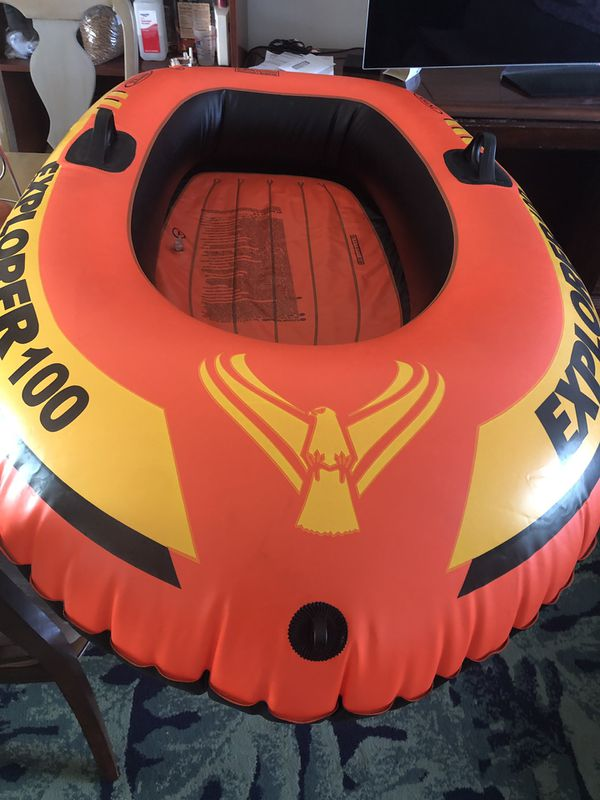 Inflatable boat for one person. Bote inflable pool boat