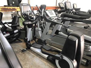Life Fitness Elevation SE3 95X Elliptical- Excellent Condition- Top Of The Line for Sale in Davenport, FL