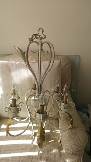 Chandelier in very good condition for Sale in Miramar, FL