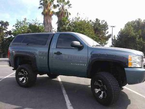 $$700$$ chevy silverado shortbed camper shell for Sale in Anaheim, CA