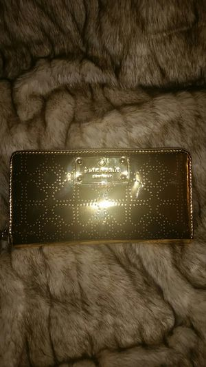 NWT Kate Spade Zippered Wallet for Sale in Las Vegas, NV
