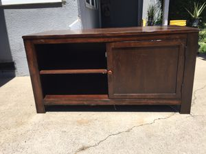 TV stand in very good condition for Sale in Fresno, CA