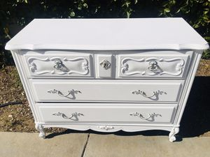 Antique dresser in prestigious condition (delivery available) for Sale in Pomona, CA
