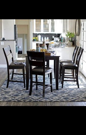 Dining room table for Sale in Lake Forest, CA