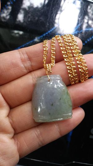 """Pretty genuine lavender green icy jade jadeist lucky weathy gold vase gold filled 20"""" 3mm snail chain for Sale in Richmond, CA"""
