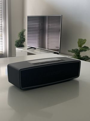 Bose SoundLink Mini Bluetooth Speaker II with Hard Case (Like New) for Sale in Scottsdale, AZ