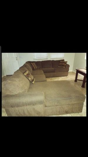 3 piece Sectional couch brown for Sale in Phoenix, AZ
