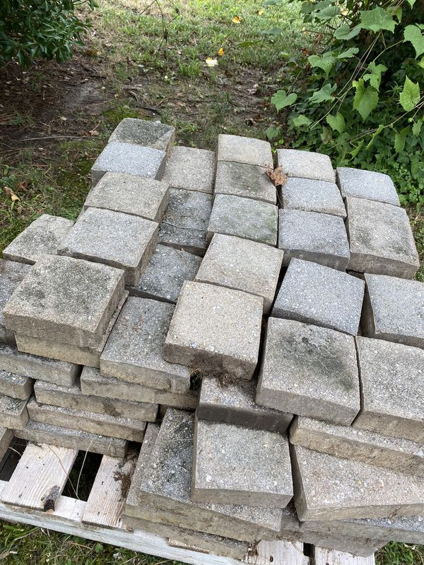 Used English Cobble color tan mixed with grey Pavers! Most go asap!
