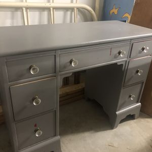 Antique desk for Sale in Yelm, WA