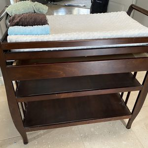 Wooden Changing Table With Mattress And 4 Covers for Sale in Tustin, CA