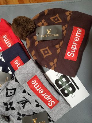 NEW!!! UNISEX SUPREME BEANIE BOX LOGO WINTER HAT for Sale in New York, NY